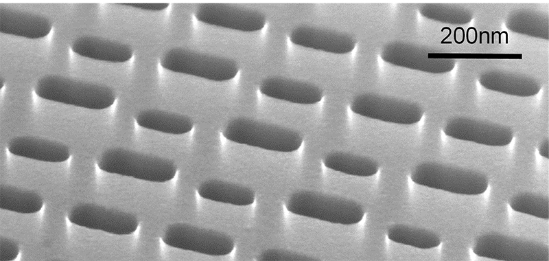 Scanning electron microscope image of dually modulated photonic crystals